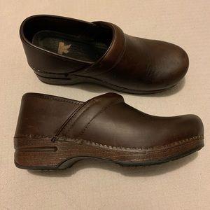 Dansko X Pro size 40 brown leather classic clog.